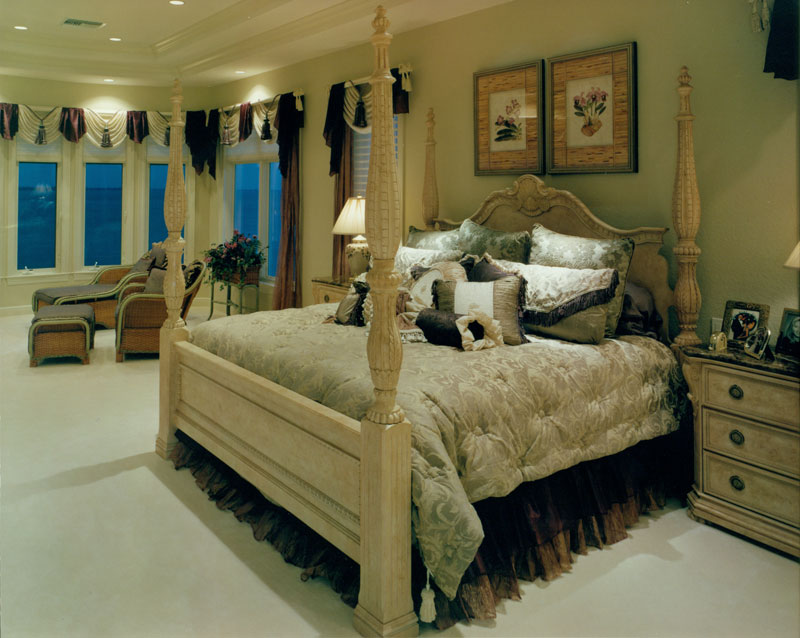 riverfront-estate-model-master-bed_6031291194_o